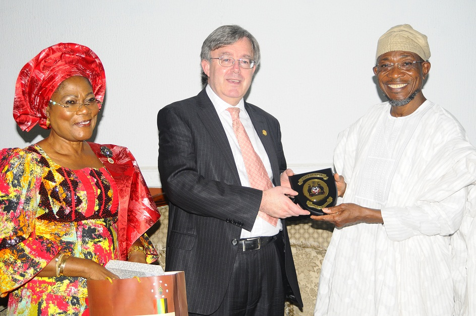 From right, Governor State of Osun, Ogbeni Rauf Aregbesola; British Deputy High Commissioner, Peter Carter and Deputy Governor, Mrs Titi Laoye-Tomori, during a reception for the Deputy High Commissioner on his visit to the State, at Government House, Osogbo, State of Osun on Wednesday 11-12-2013