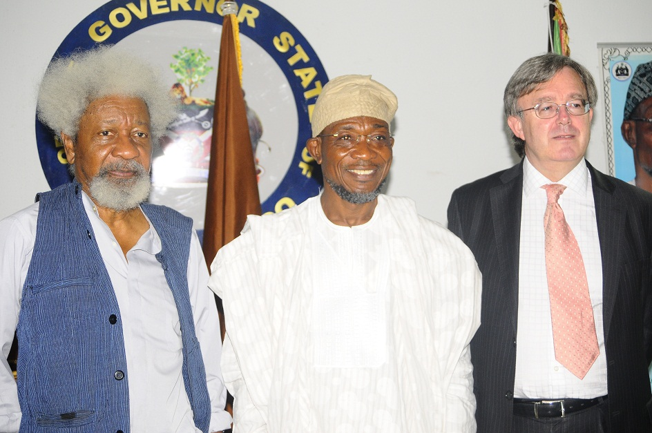 From left, Nobel Laureate, Professor Wole Soyinka; Governor State of Osun, Ogbeni Rauf Aregbesola and British Deputy High Commissioner, Peter Carter, during a reception for the Deputy High Commissioner on his visit to the State, at Government House, Osogbo, State of Osun on Wednesday 11-12-2013