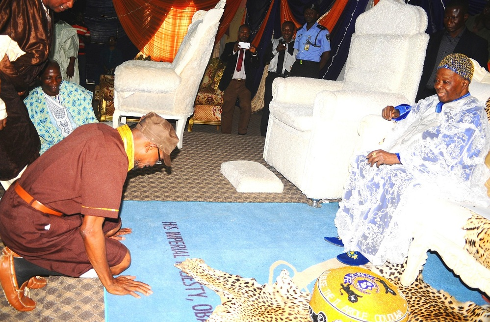 Governor of the State of Osun, Ogbeni Rauf Argbesola, paying homage to the Ooni of Ife, Oba Okunade Sijuwade in his palace, during the official commissioning of Baptist Central Elementary School in Ilare, Ile-Ife, the State of Osun on Tuesday 18-02-2014