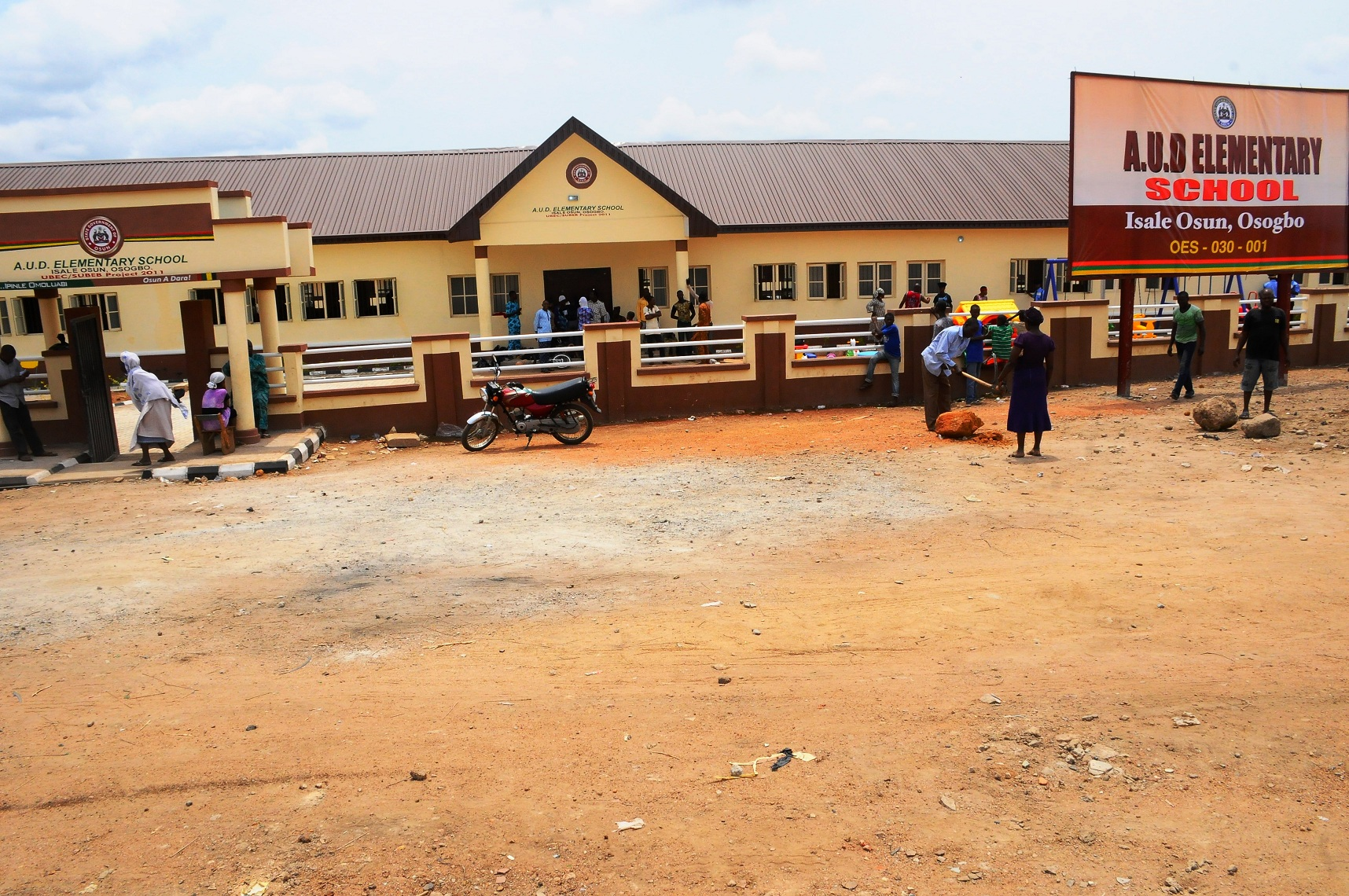 Other pictures shows the area views equippements of just commissioned Ansar-Ul-Deen Government Elementary School. Isale Osun, Osogbo on Thursday 13th of March, 2014