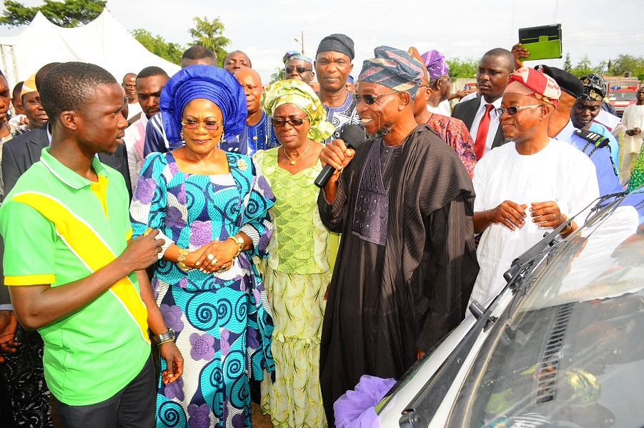 Governor State of Osun, Ogbeni Rauf Aregbesola (2nd right); his Deputy, Mrs Titi Laoye-Tomori (2nd left); Chief of Staff to the Governor, Alhaji Gboyega Oyetola (right); Special Adviser to the Governor on Tertiary Institutions, Alhaja Mulikat Bello (3rd left); President, Student Union Government (SUG), Osun State College of Education, Ilesa, Comrade Elusakin Feranmi (left) and others, during the Presentation of four 18-seater Buses to the SUG of the State-Owned Tertiary Institutions at Government House Lawn, Osogbo, State of Osun on Friday 02-05-2014.