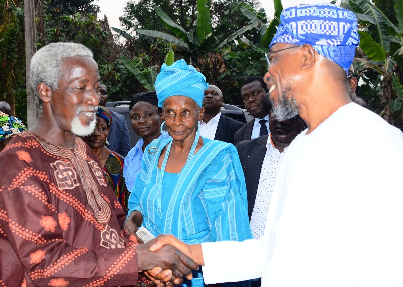 Governor State of Osun, Ogbeni Rauf Aregbesola (right) exchanging pleasantries with a Christian Cleric, Evangelist Oyewole Olowomojuore (left); with them is African Cultural Promoter, Yeye Akilimali Funma Olade (middle), during a visit to African Heritage Research Library and Cultural Centre, Adeyipo Village, Ibadan, Oyo State, on Tuesday 19-01-2016.