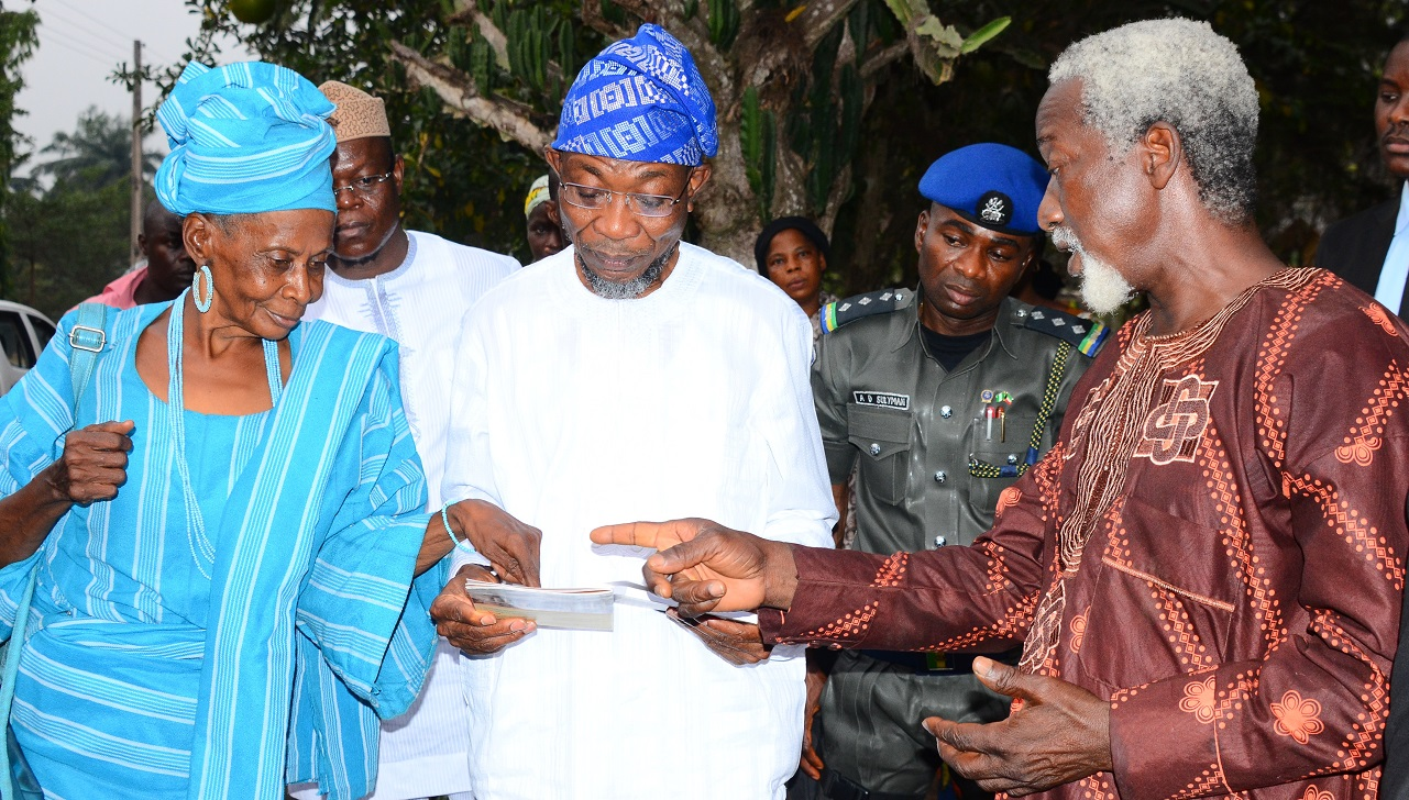 Governor State of Osun, Ogbeni Rauf Aregbesola (middle); Christian Cleric, Evangelist Oyewole Olowomojuore (right) and African Cultural Promoter, Yeye Akilimali Funma Olade, during a visit to African Heritage Research Library and Cultural Centre, Adeyipo Village, Ibadan, Oyo State, on Tuesday 19-01-2016.