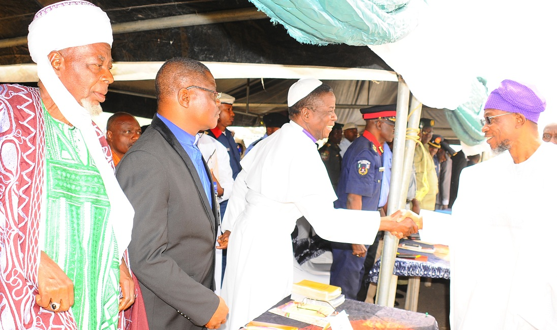 Governor State of Osun, Ogbeni Rauf Aregbesola, exchanging greetings with the Chairman, Organisation of African Instituted Churches, Elder Apostle Femi Olaoye. With them are the State Chairman, Christain Association of Nigeria (CAN), Rev. (Dr.) Elisha Ogundiya, at the Inter-Religious Service for the New Year 2016, held at the State Secretariat, Abere, Osogbo on Monday 04-01-3016