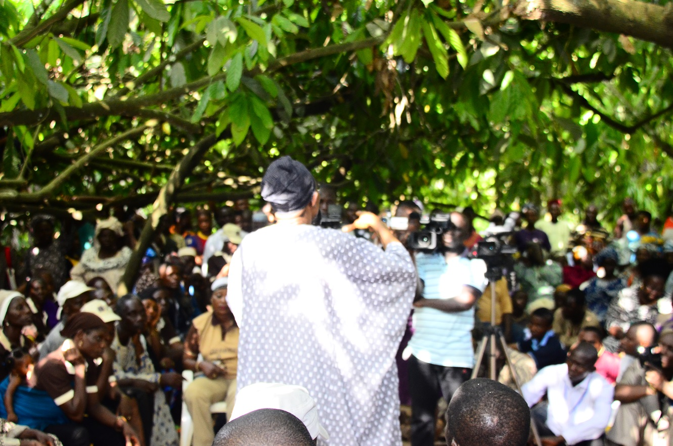 The crowd is held spell bound as Ogbeni addresses them on government's efforts in the agricultural sector
