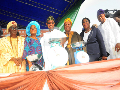 Aregbesola-Launches-New-Weighing-Scales